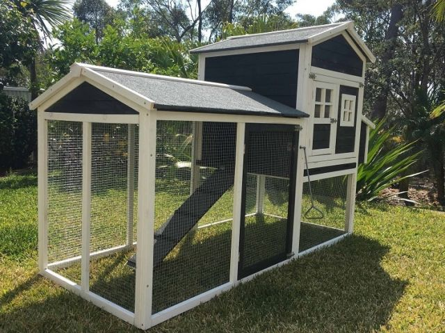 Mansion Guinea Pig hutch side view