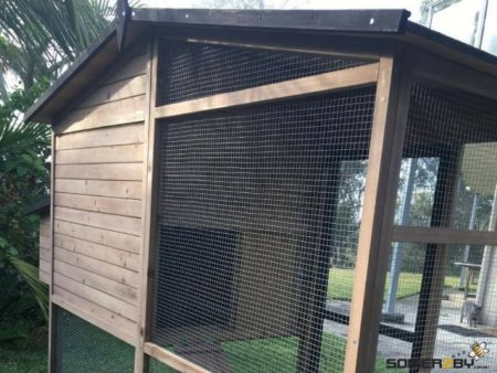 Somerzby Estate rabbit hutch wire mesh