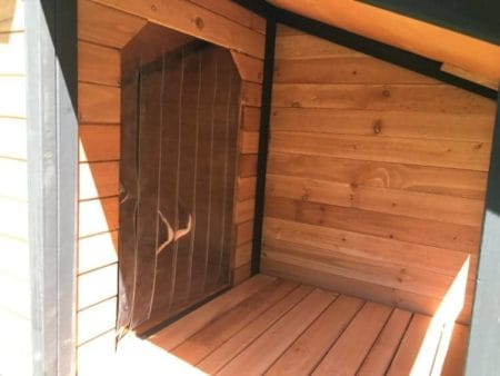 This kennel is suitable for suitable for mid-sized dog breeds